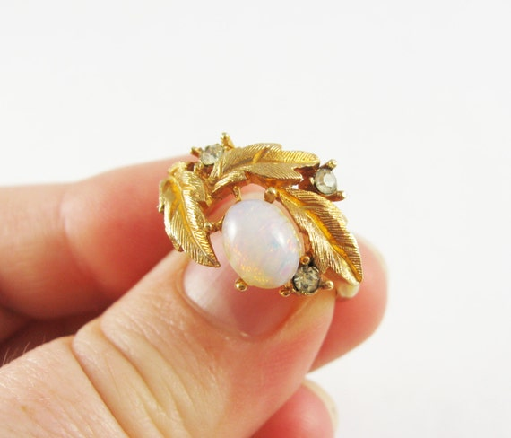 Vintage Avon Golden Fireflower Ring With Faux Opal And