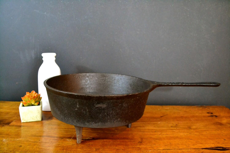 antique cast iron skillet vintage cast iron frying pan. Black Bedroom Furniture Sets. Home Design Ideas
