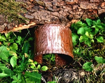 Fionn ~ copper bracelet with hammered vertical scars and small stud-like pattern