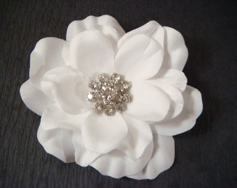 White wedding flower hair clip with glamorous rhinestones / bridal white flower clip / pure white rhinestone flower hair clip comb