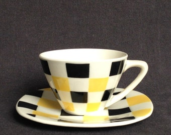 The beautiful checkered retro cup. Fifties table setting decor.