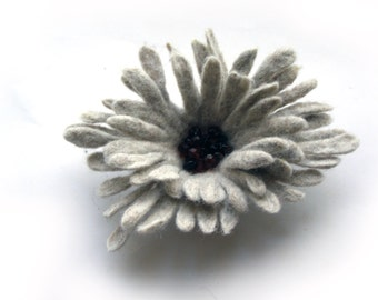 Felt flower brooch/ gray / Felt Jewelry/ Wool Flowers/ Felted Brooch / Ready to ship