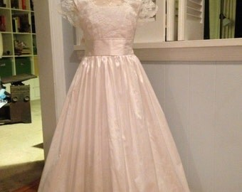 size 7-10 Silk and Lace Flower Girl Dress / First Communion Dress - Short Sleeves - Floor Length MB10025