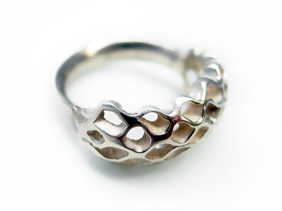 Gift for best friend, Bee ring, contemporary silver ring, modern jewelry design,