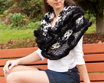 Lalet Scarf Shawl Tube Fur Netting White and Black