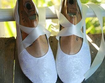 US 9.5 / Euro 40 / UK 8,  ivory silk slippers #540