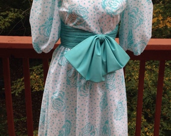 1960s Teal blue and white floral princess gown. Size 6 homecoming or prom. Snow Queen costume. Bridesmaid dress.