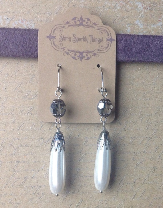 Romantic Victorian style earring with silver/gray Swarovski bead and faux pearl drops