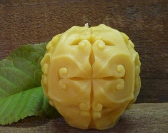 100% Beeswax Victorian Ball Candle