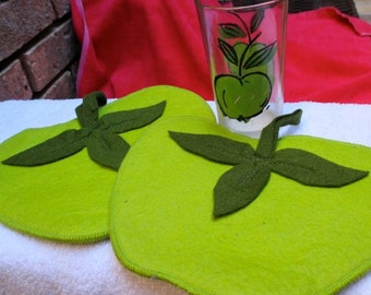 Green Apples small juice drinking glass and 2 hot pads coasters felt set farmhouse kitchen fruit Vintage country cottage farm decor gift
