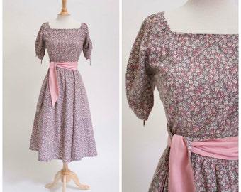 1950s Vintage Dress Floral Cotton Print 50s Vintage Day Dress Full Skirt with Sash Belt Size Large