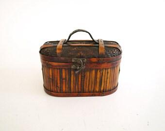 Vintage bamboo wicker round wooden base box purse