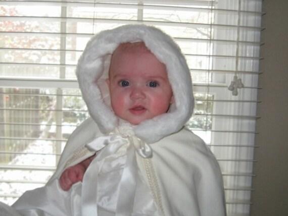 manteau cape de bapt me princesse des neiges en hiver blanc. Black Bedroom Furniture Sets. Home Design Ideas