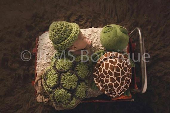 Cuddle Critter Cape Set - Hatchling Turtle Cape Set - Baby Crochet Hat - Photo Prop - Crochet Turtle