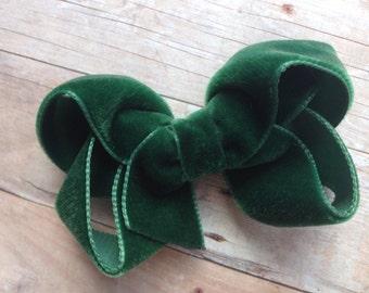 Dark green velvet hair bow - 3 inch hunter green velvet bow, boutique bows, velvet bows, girls hair bows, girls bows, green hair bows