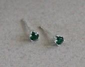 Small Emerald Stud Earrin...