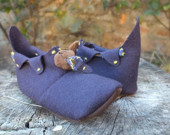 High slippers, booties, pixie booties made of purple felt with yellow details