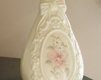 Cameo Ribbon Vase from the Royal Heritage Collection Vintage Vase made in Taiwan