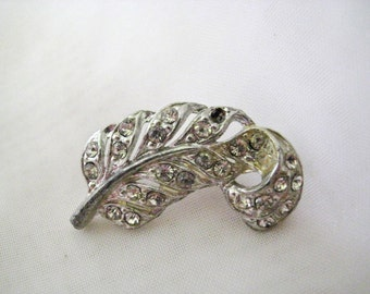 Vintage Art Nouveau Feather Brooch Pin Rhodium Plated Pot Metal & Clear Rhinestone