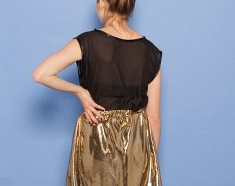 Skater skirt in golden lamé