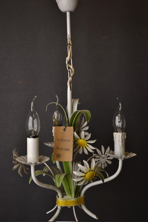 White toleware flower chandelier with daisies. (1406208)