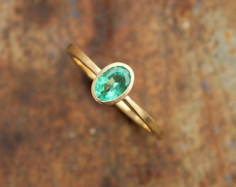 18k ring with emerald
