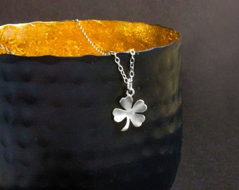 Four-leaf clover necklace in silver