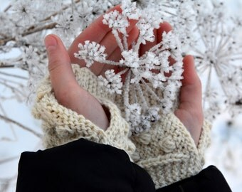 Wool Fingerless Gloves, Country chic gloves,  white  mitts, Wrist warmers with bobbles, Romantic gloves, Arm warmers