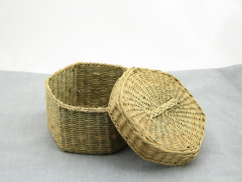 small basket with lid woven basket miniature basket. Black Bedroom Furniture Sets. Home Design Ideas