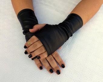 Elastic black faux leather gloves. Fingerless short black gloves.