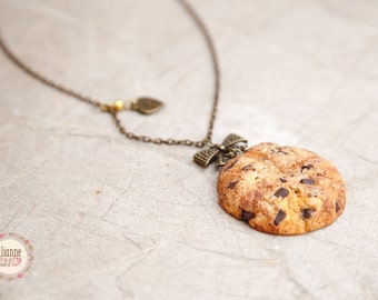 Cookie Pendant/ Scented Jewelry/ Food Jewelry / Miniature Food/ Realistic Food Jewelry / Chocolate chip cookie pendant / Dollhouse Miniature