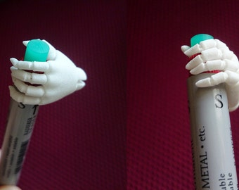 Articulated hand for BJD dolls in scale 1/4.