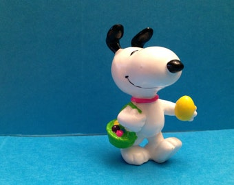 "Snoopy Easter Beagle Figurine 1.5"" Tall Vintage - - Free Shipping"