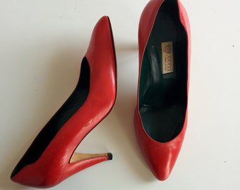 Gucci 1980s red leather pointed toe pumps