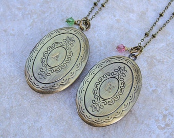 Vintage Style Locket, Bridesmaid Gift, Keepsake Necklaces, Personalized, Wedding Bridal Party, Monogram Necklaces