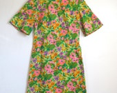 FABULOUS in FLORAL - Vintage 1960s Dress - Size Small