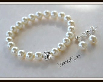 Pearl and Crystal Bracelet and Earring Set/Weddings/Bridal/Stretch Bracelet