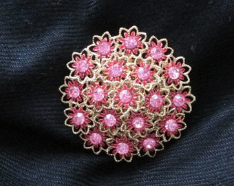PRETTY! Pink Flower Pin.