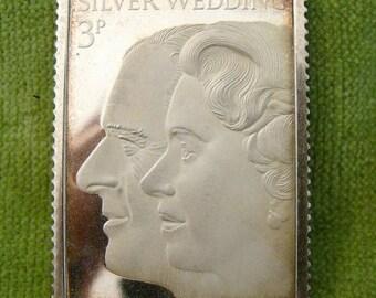 Vintage Solid Sterling Silver Wedding Anniversary QEII Queen Stamp 1398/2000 (3256)
