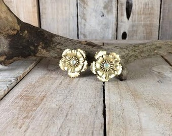 Coro - clip on earrings - Flower earrings - coro earrings - mother of the bride - bridal earrings - large clip earrings women