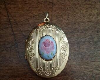 Pendant locket flower golden pendant