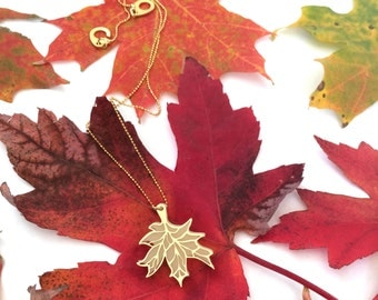 Autumn leaf, eco friendly, Maple leaf pendant, leaf charm necklace, Ivory acrylic leaf with a gold outline, nature inspired jewelry, leaf si