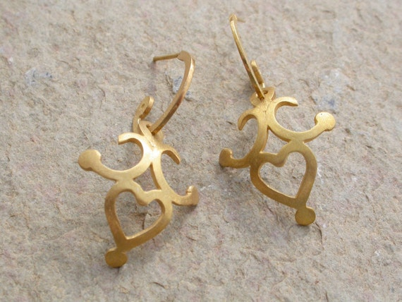 Heart Earrings in 18k Solid Gold . Amica Hoops with Charms . Gold Hearts . Gold Hoop Earrings . Heart Charms . Valentine's Day Gift