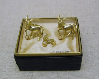1960s Gold Plated Donkey Cufflinks and Tie Tac Set