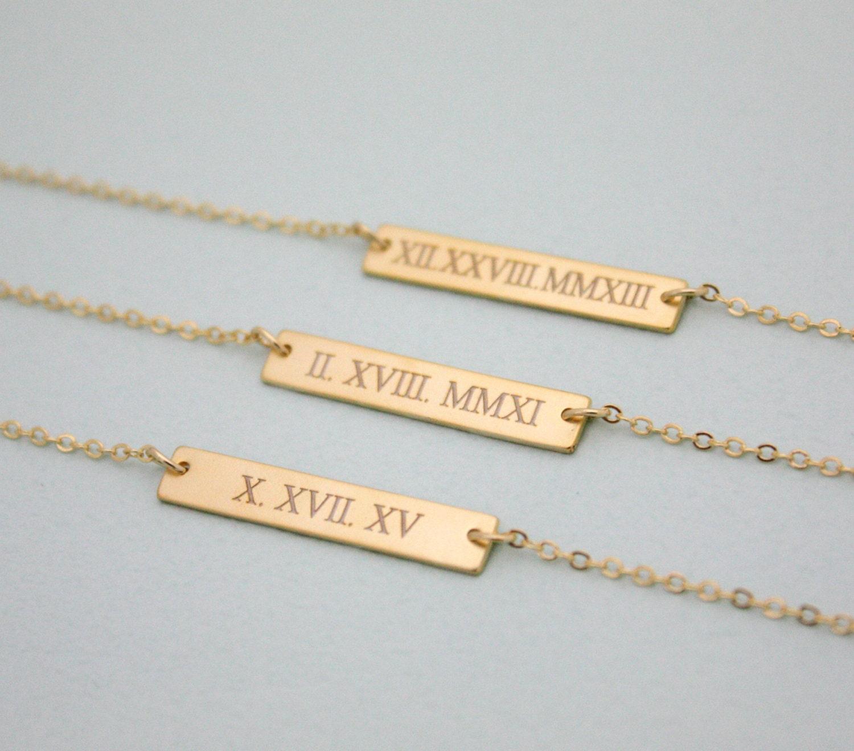 collier de date de mariage chiffre romain collier collier. Black Bedroom Furniture Sets. Home Design Ideas