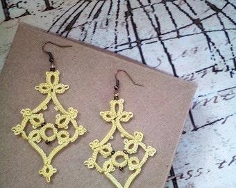 Custard chandelier lace tatted earrings //tatted lace earrings//tatted jewelry//chandelier earrings