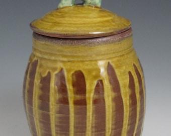 Earthenware covered jar with javelina