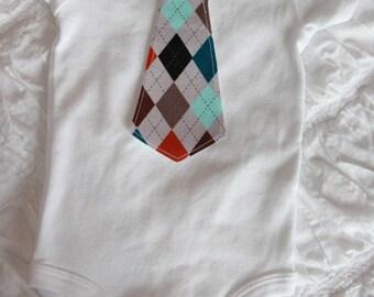 Tie Onesies, Bow-tie onesies, Little man. Argile. Argyle. Newborn. Baby Shower Gift. Gray. Aqua. Brown. Black. Orange. Teal.