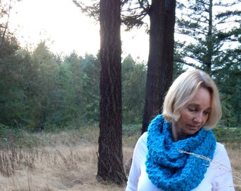 Chunky Scarf, Infinity Scarf, Women's Knit Cowl  / THE CONSTANCE / Caribbean Blue
