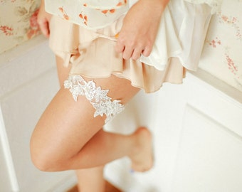 Wedding lace garter set, bridal garter set, ivory garter set - style 492